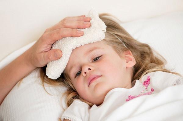 Những bệnh trẻ rất dễ mắc phải khi trời nắng nóng Ảnh 2