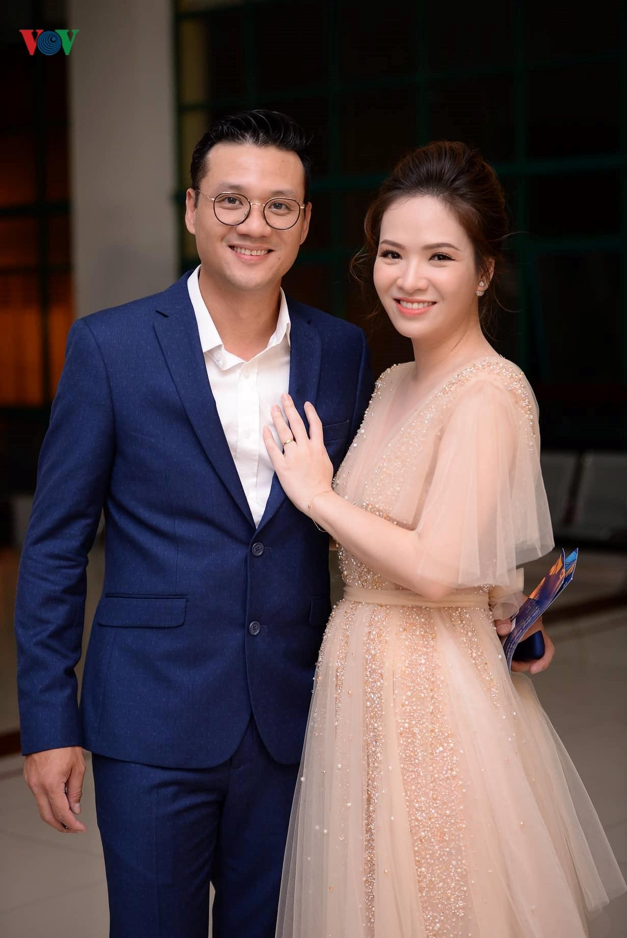 Đan Lê hóa công chúa, tình tứ bên ông xã trên thảm đỏ Cánh Diều 2018 Ảnh 3