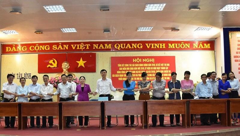 Quận Tân Bình: Buổi tối dân vẫn có thể lên phường nộp hồ sơ Ảnh 2