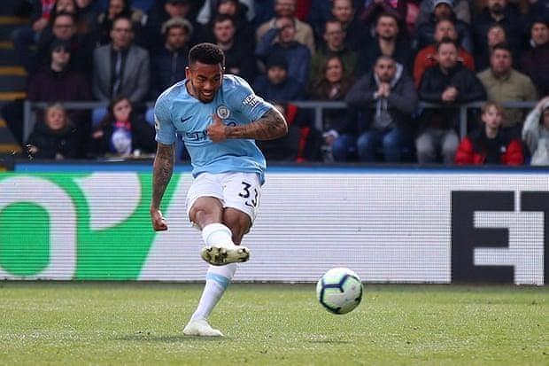 Sterling rực sáng, Man City vượt Liverpool đòi lại ngôi đầu Ảnh 7