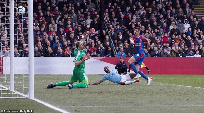 Sterling rực sáng, Man City vượt Liverpool đòi lại ngôi đầu Ảnh 3