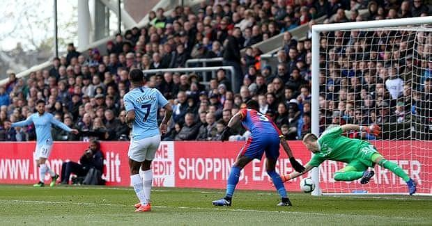 Sterling rực sáng, Man City vượt Liverpool đòi lại ngôi đầu Ảnh 5