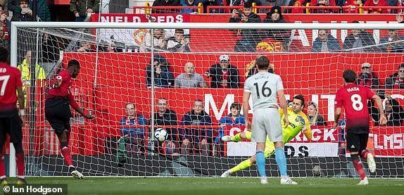 Pogba tiết lộ lý do thay đổi cách đá penalty ở trận thắng West Ham Ảnh 1