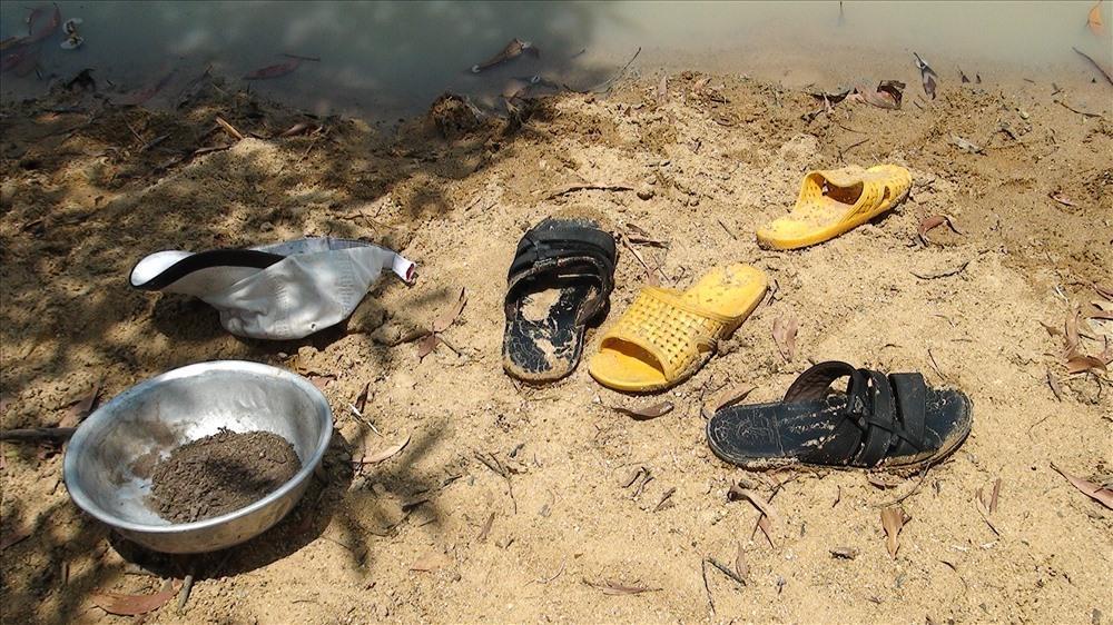 Tắm ao giữa trời nóng, 3 học sinh tiểu học chết đuối Ảnh 2