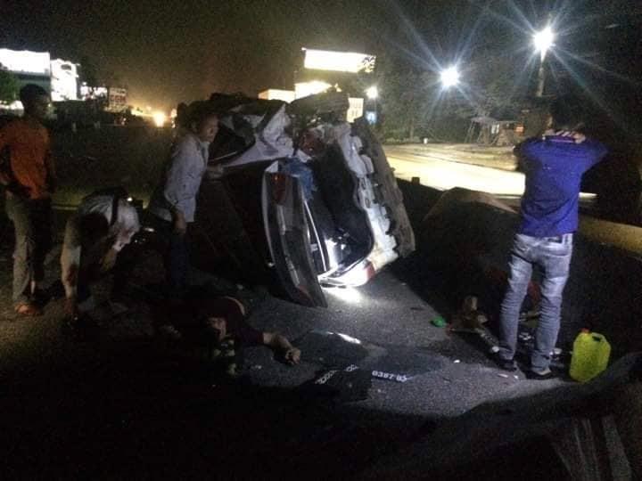 Xe đầu kéo va chạm xe con, nhiều người thoát chết trong gang tấc Ảnh 3