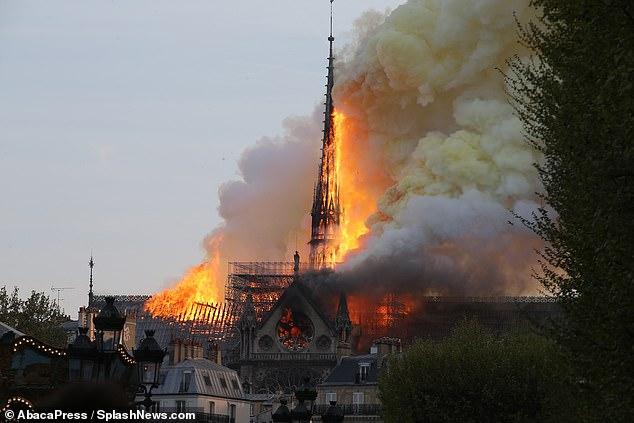 1.300 thân gỗ sồi tiếp lửa khiến Nhà thờ Đức bà Paris cháy khủng khiếp? Ảnh 1