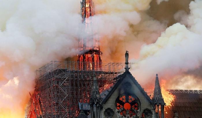 Nhà thờ Đức Bà Paris: Toàn cảnh hiện trường sau đám cháy lịch sử Ảnh 5