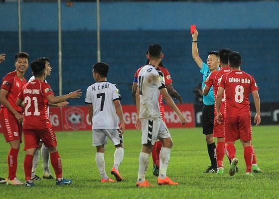 Ông Dương Văn Hiền: 'Kiên quyết đối với những hành vi bạo lực trên sân cỏ' Ảnh 1