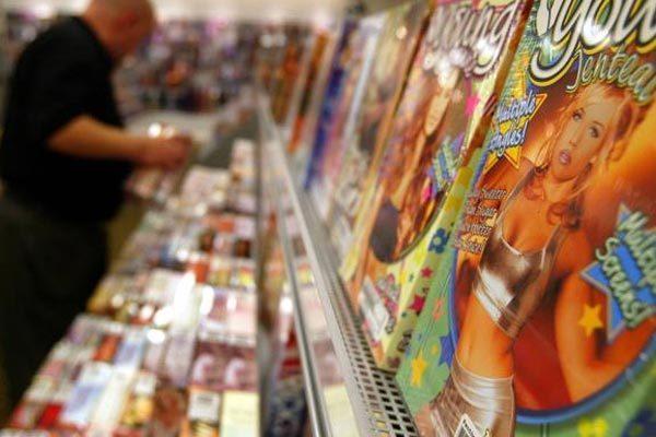 Con kiện bố mẹ ra tòa vì mất bộ sưu tập phim ảnh 'nóng' Ảnh 1