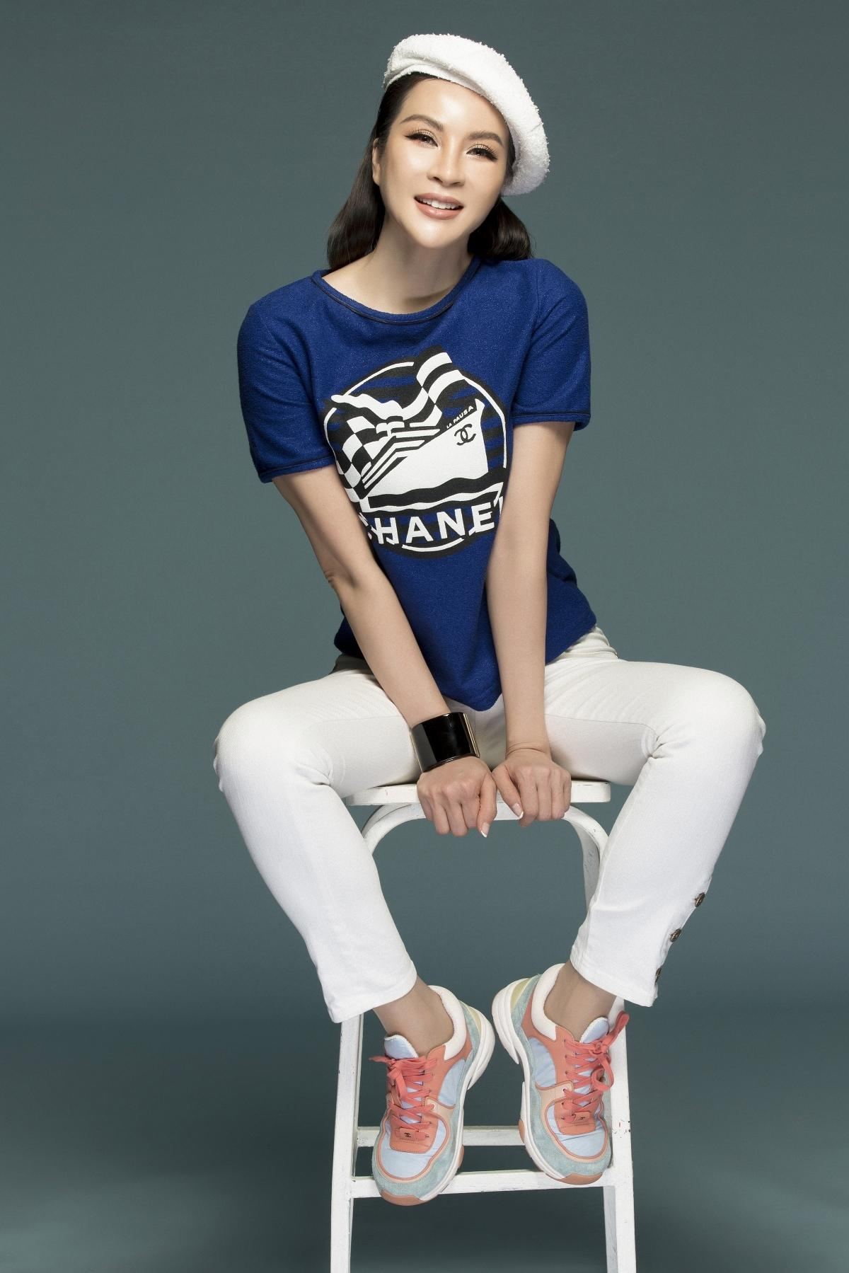 MC Thanh Mai biến hóa đa phong cách phù hợp tuổi trung niên Ảnh 15