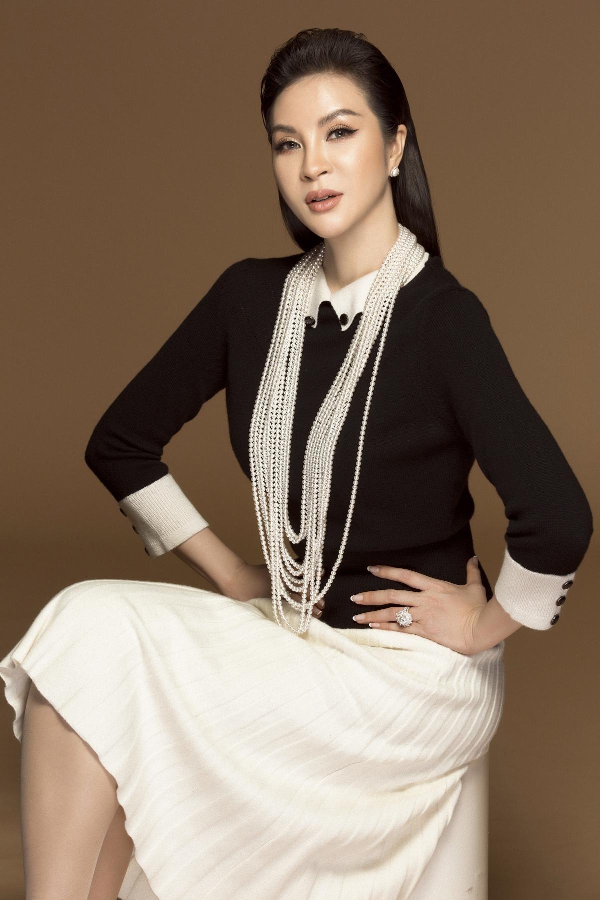 MC Thanh Mai biến hóa đa phong cách phù hợp tuổi trung niên Ảnh 9