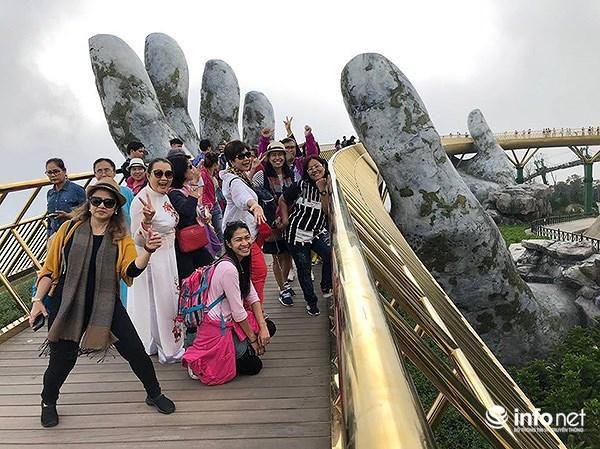 Du khách Thái Lan đến Đà Nẵng tăng đột biến vì… Cầu Vàng! Ảnh 1