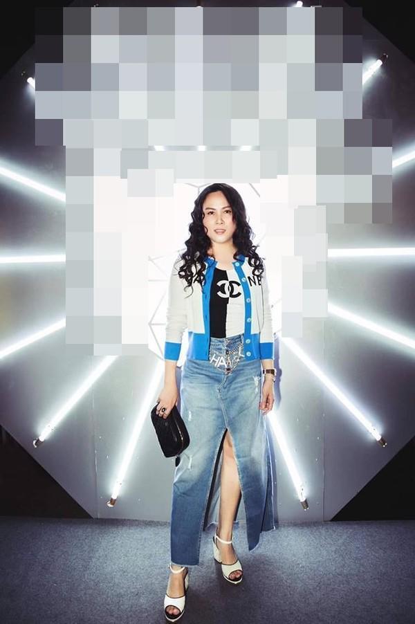 Top 10 bộ cánh thảm họa tuần qua: Song Hye Kyo mặc phải chiếc đầm 'phản chủ' Ảnh 2