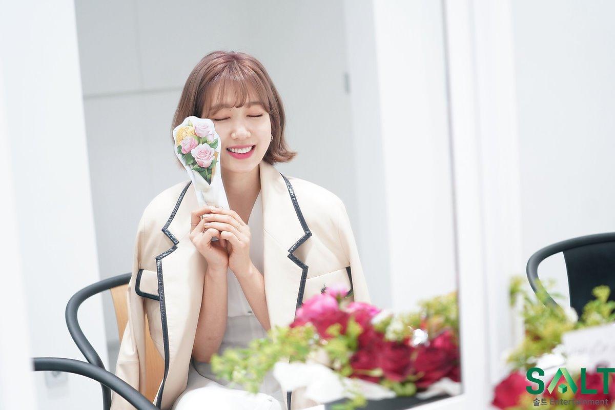 'Nữ thần tháng Tư' Park Shin Hye đẹp xuất sắc trong bộ váy trắng tinh khôi Ảnh 14