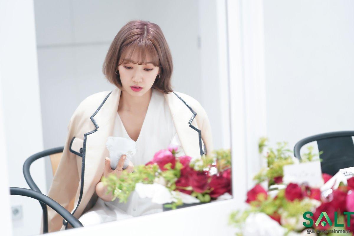'Nữ thần tháng Tư' Park Shin Hye đẹp xuất sắc trong bộ váy trắng tinh khôi Ảnh 17