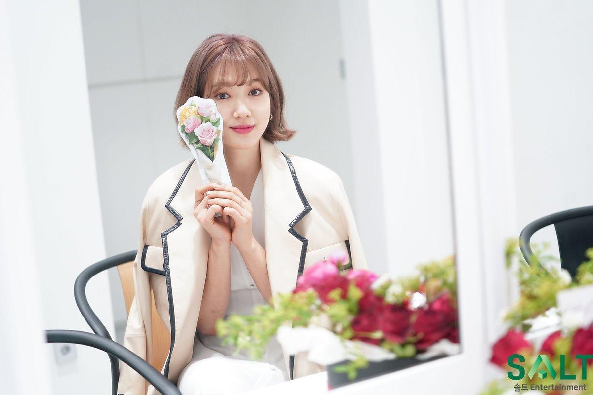 'Nữ thần tháng Tư' Park Shin Hye đẹp xuất sắc trong bộ váy trắng tinh khôi Ảnh 13