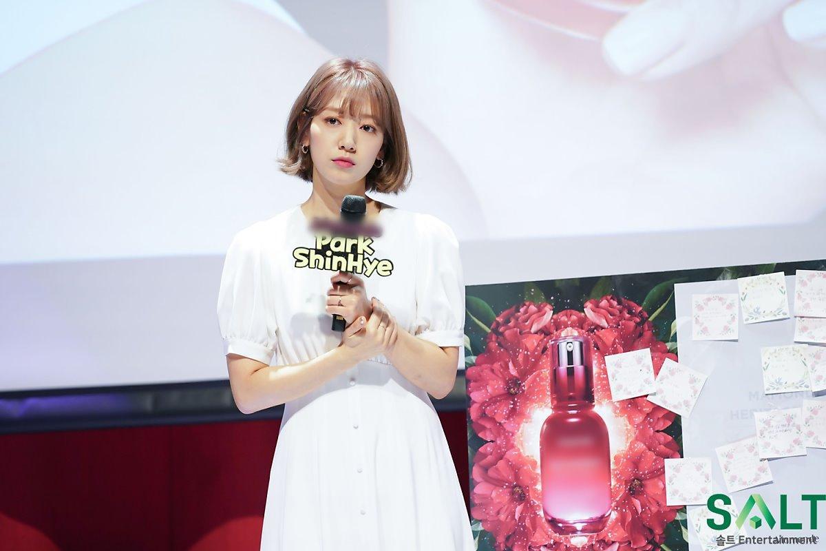 'Nữ thần tháng Tư' Park Shin Hye đẹp xuất sắc trong bộ váy trắng tinh khôi Ảnh 12