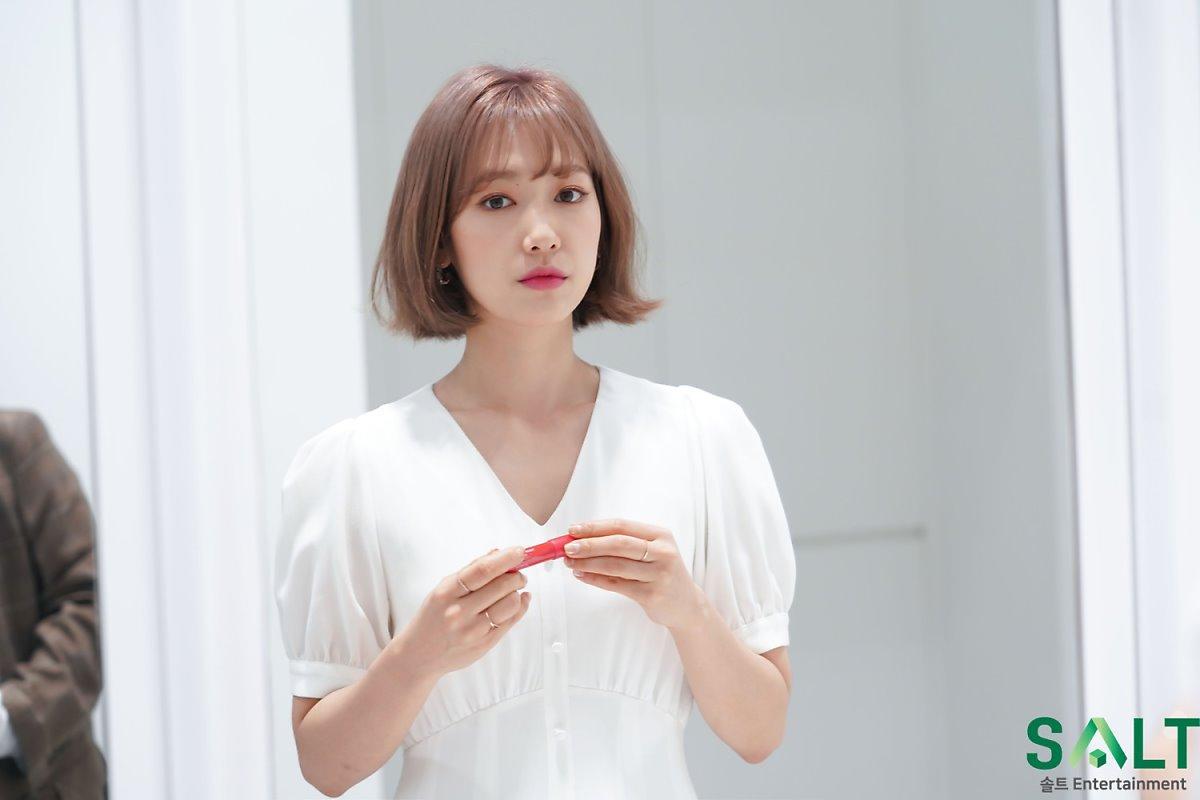 'Nữ thần tháng Tư' Park Shin Hye đẹp xuất sắc trong bộ váy trắng tinh khôi Ảnh 1
