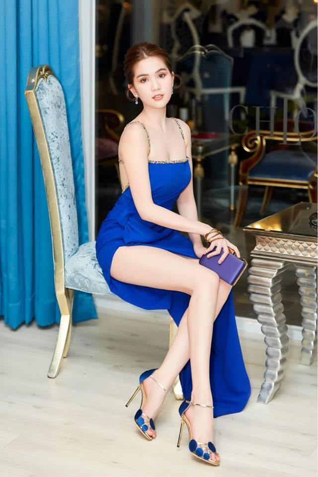 Không chỉ váy 2 dây, Ngọc Trinh giờ đã có cách mới khoe vóc dáng trời ban Ảnh 5
