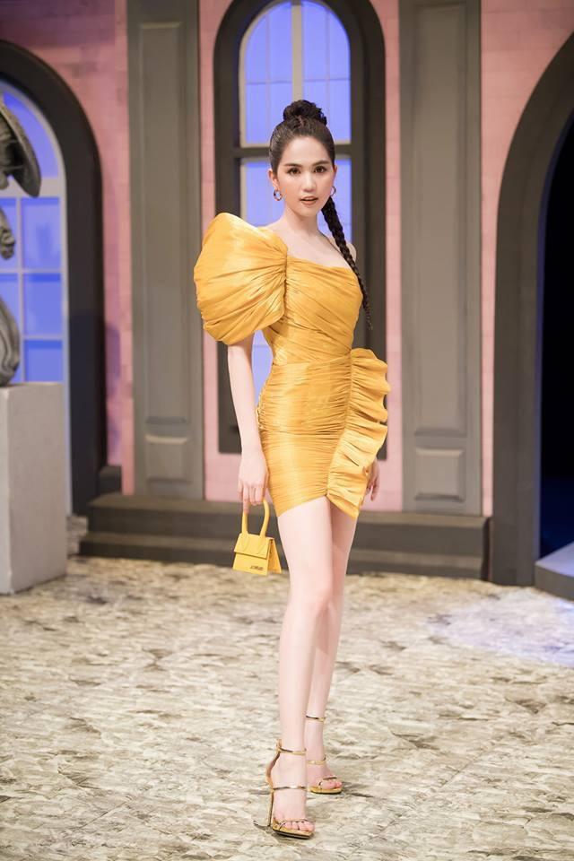 Không chỉ váy 2 dây, Ngọc Trinh giờ đã có cách mới khoe vóc dáng trời ban Ảnh 9