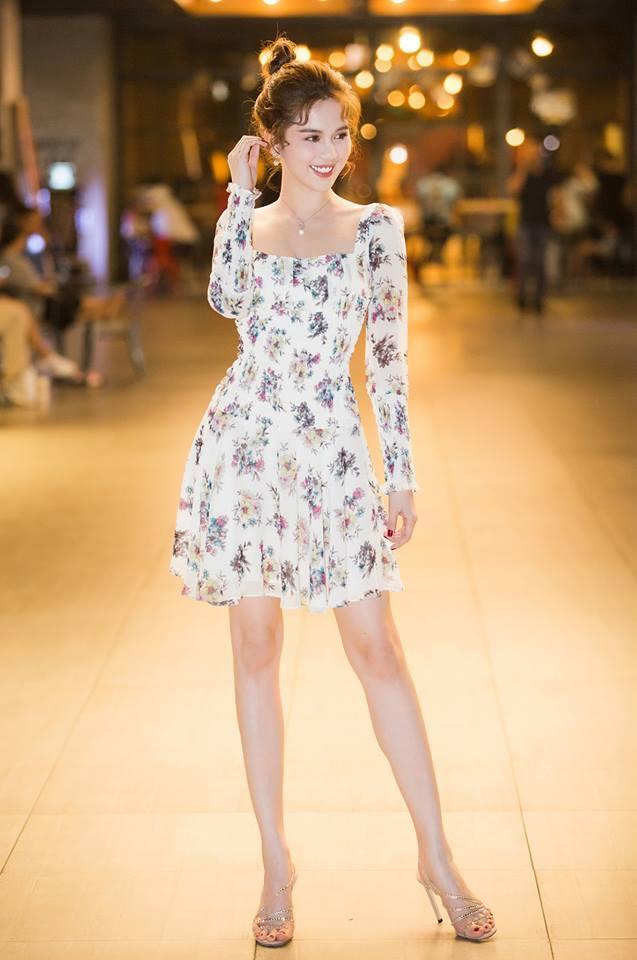 Không chỉ váy 2 dây, Ngọc Trinh giờ đã có cách mới khoe vóc dáng trời ban Ảnh 14