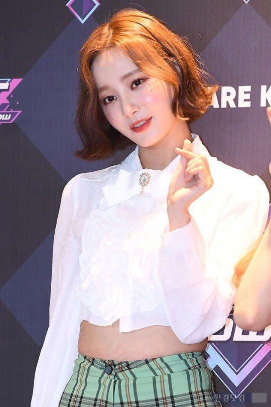 Momoland hết lần này đến lần khác hớ hênh, giờ đến lượt Yeonwoo mặc quần ngắn bó chẽn tại sự kiện Ảnh 10