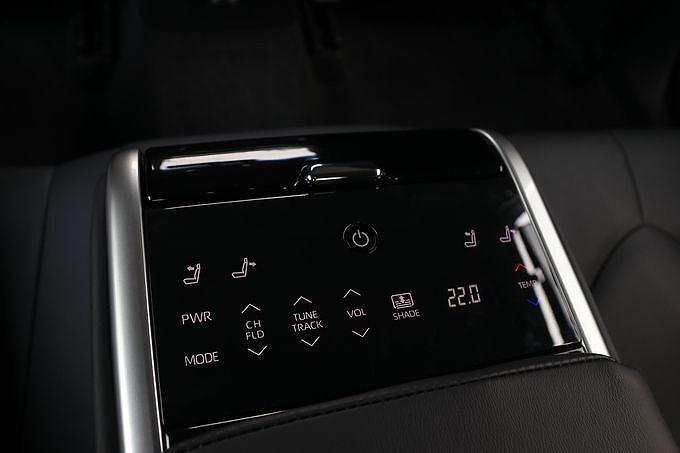 Toyota Camry 2019: Thiết kế trẻ trung, phá cách và đậm chất thể thao hơn Ảnh 6