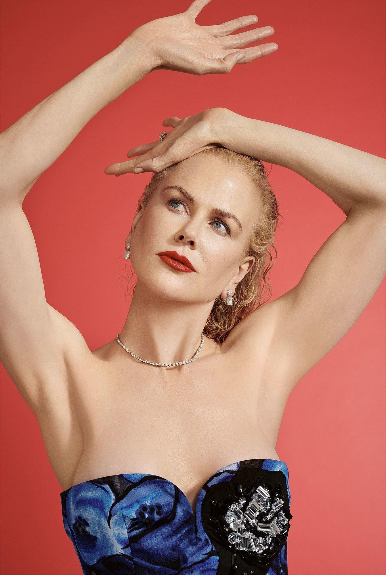 Ngỡ ngàng ngắm Nicole Kidman tóc tém, không nội y quá nóng bỏng Ảnh 2