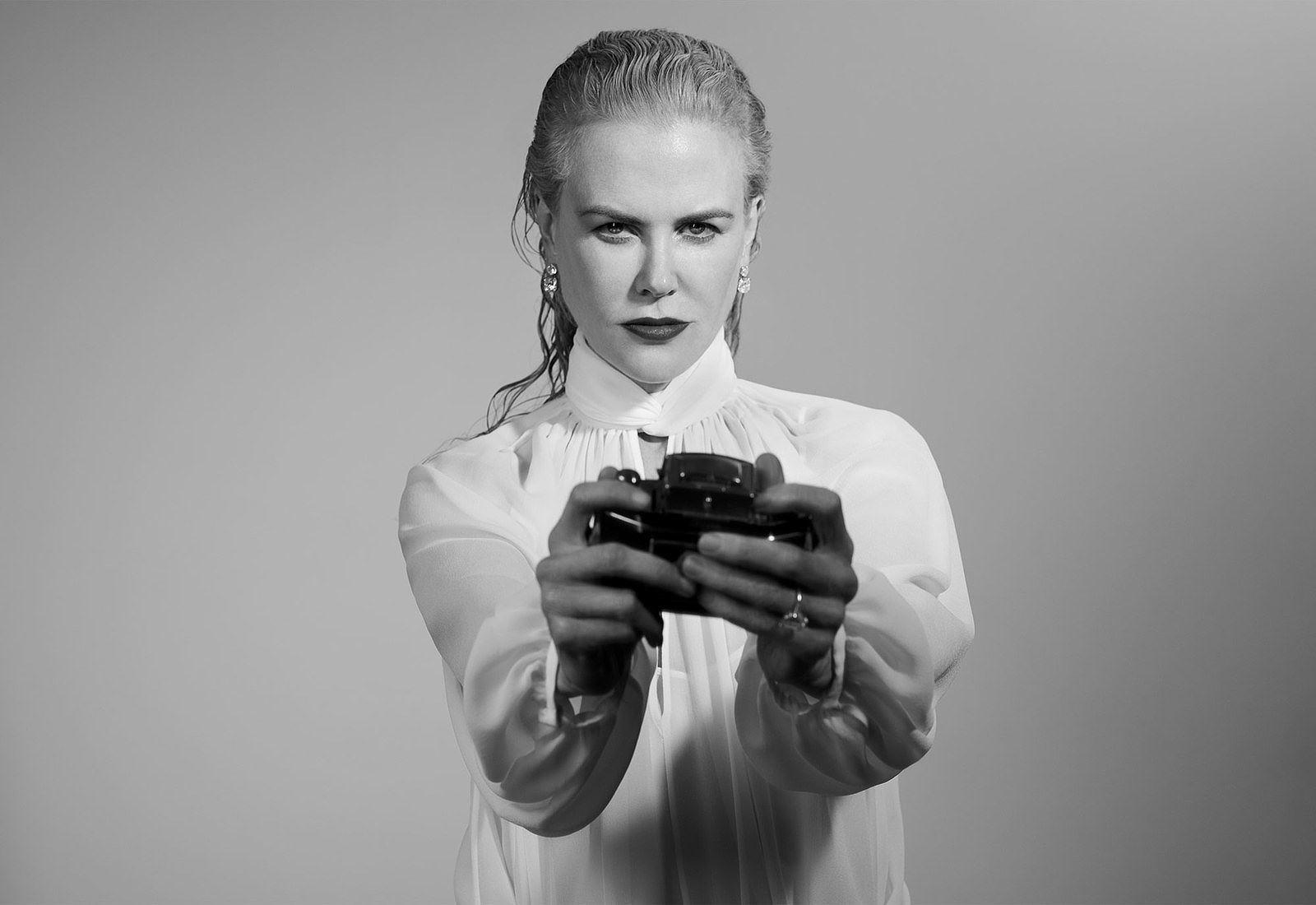Ngỡ ngàng ngắm Nicole Kidman tóc tém, không nội y quá nóng bỏng Ảnh 11