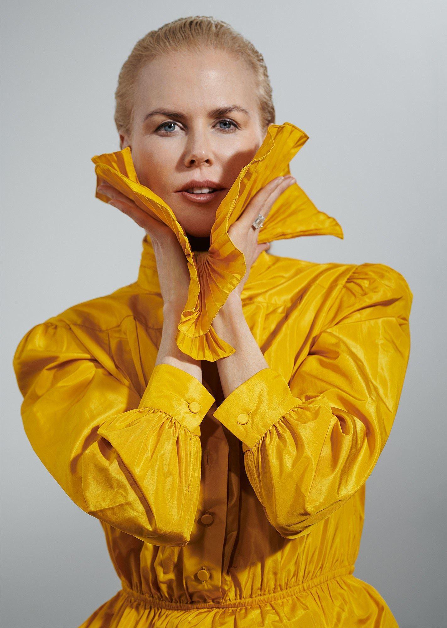 Ngỡ ngàng ngắm Nicole Kidman tóc tém, không nội y quá nóng bỏng Ảnh 8