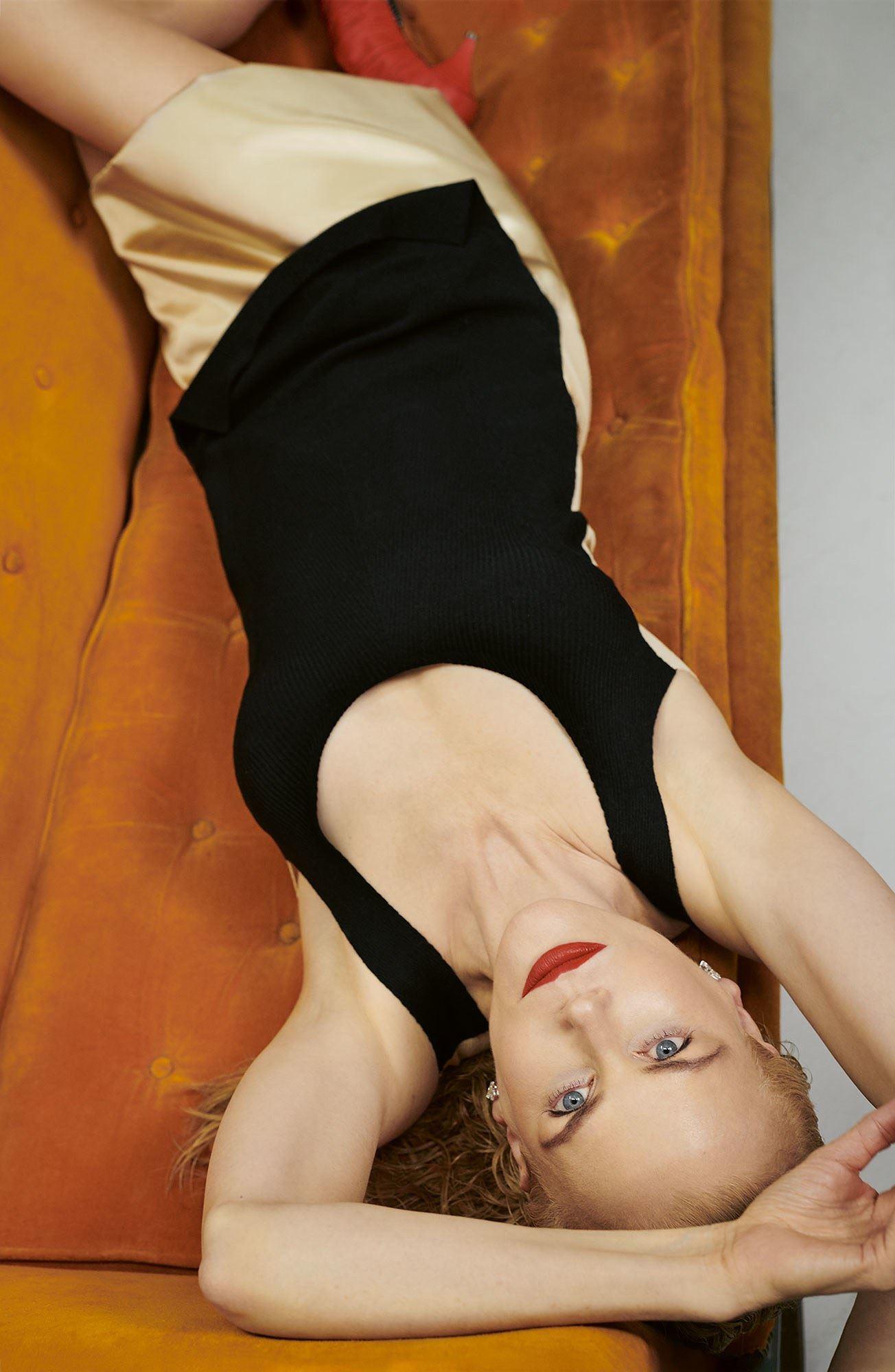 Ngỡ ngàng ngắm Nicole Kidman tóc tém, không nội y quá nóng bỏng Ảnh 7