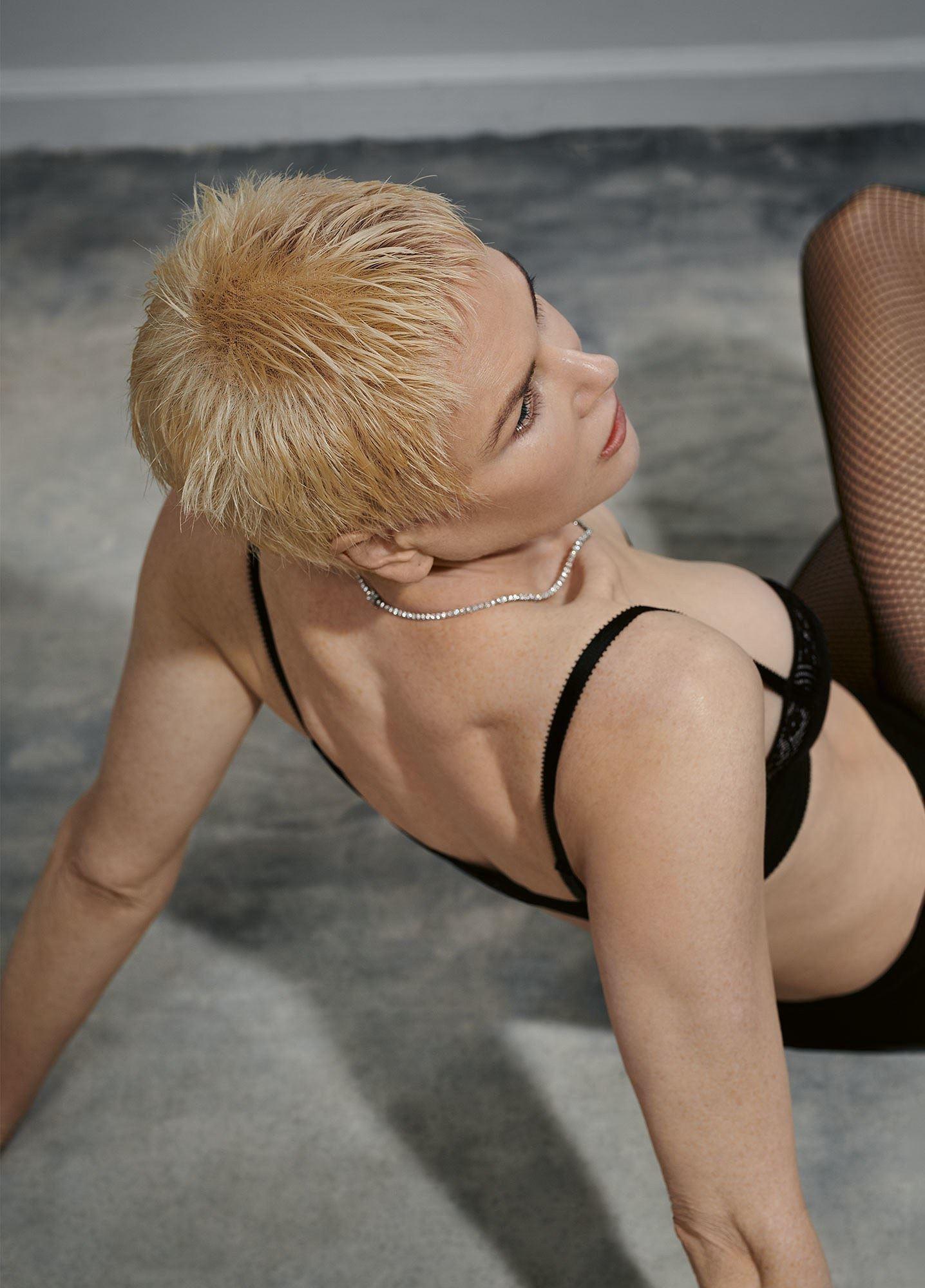 Ngỡ ngàng ngắm Nicole Kidman tóc tém, không nội y quá nóng bỏng Ảnh 4
