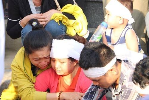 Vụ thảm án 3 người chết ở Bình Dương: Nỗi đau tột cùng của người thân trong đám tang Ảnh 5