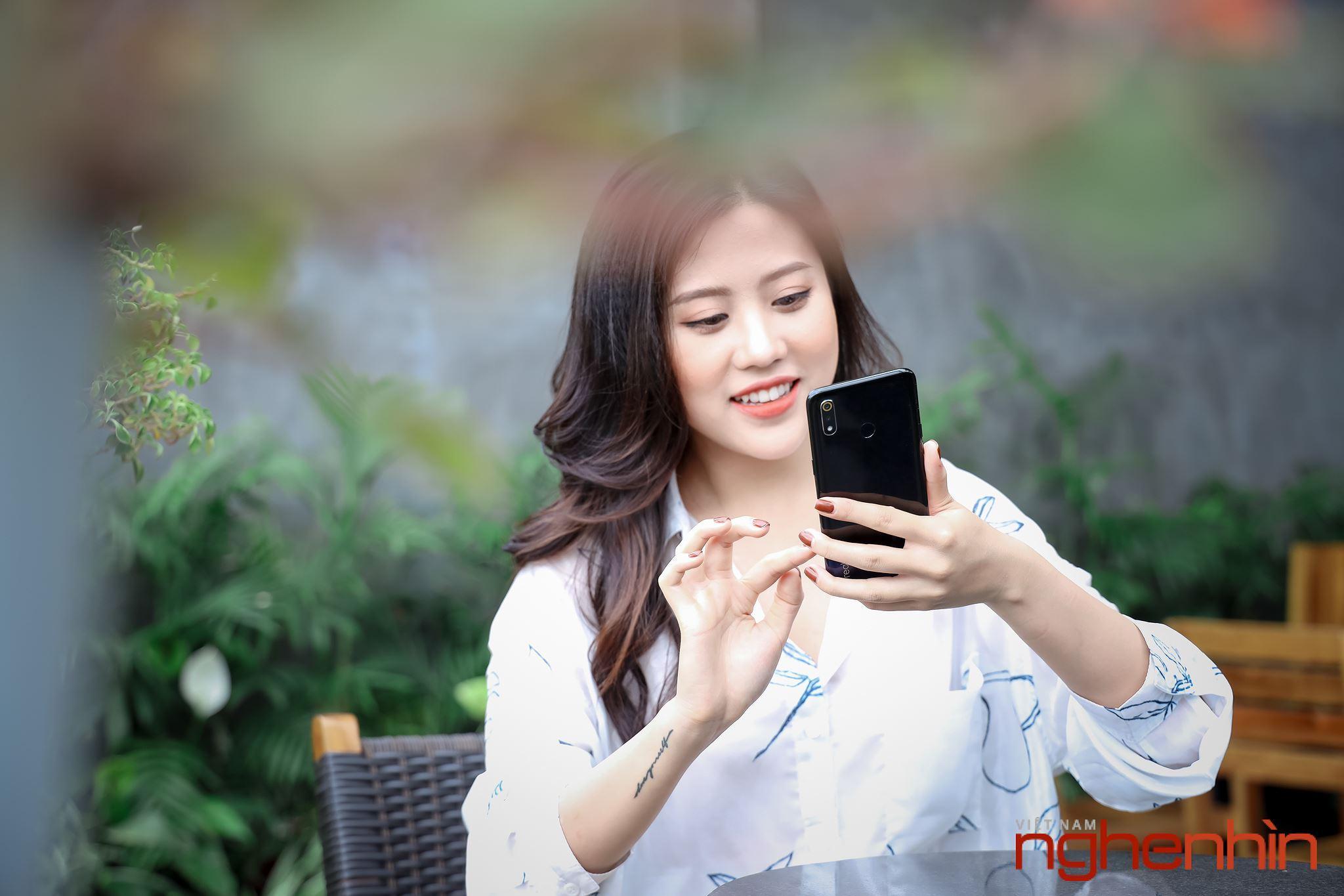Chiêm ngưỡng bóng hồng gợi cảm, năng động và cá tính cùng Realme 3 Ảnh 13