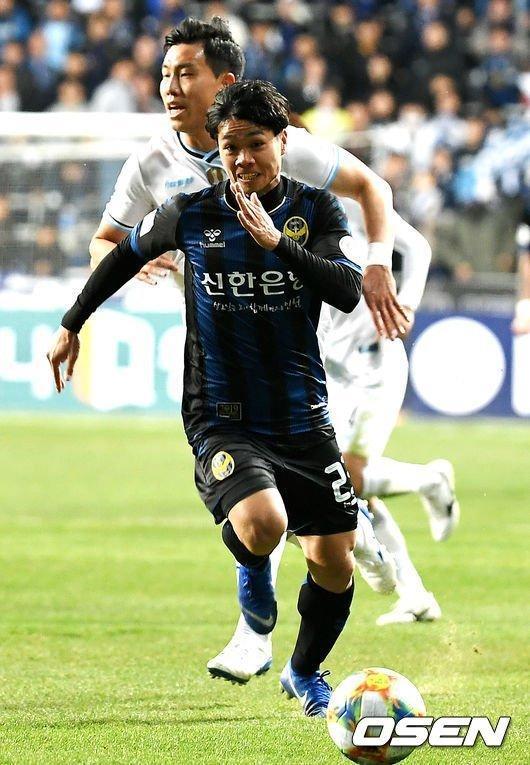 Công Phượng mất chỗ Incheon United: Thầy chê, đồng đội quay lưng... Ảnh 1