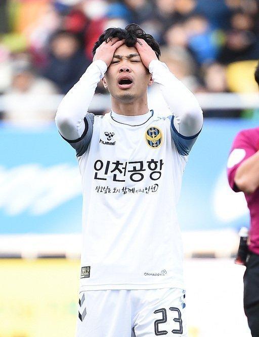 Công Phượng mất chỗ Incheon United: Thầy chê, đồng đội quay lưng... Ảnh 3