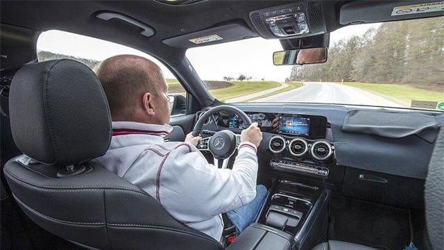 Mercedes-Benz chuẩn bị trình làng mẫu SUV 7 chỗ GLB Ảnh 7