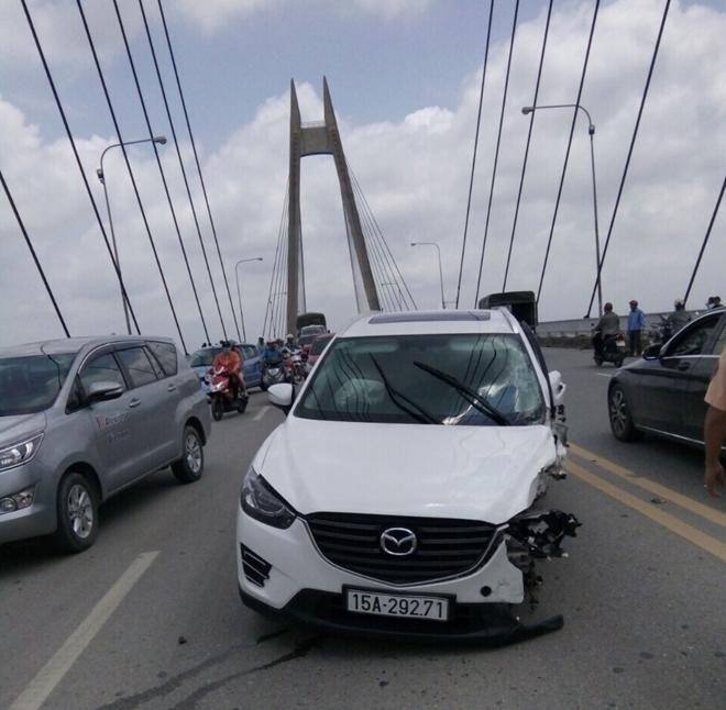 Tai nạn liên hoàn trên cầu Bính, 3 ô tô hư hỏng nặng Ảnh 3