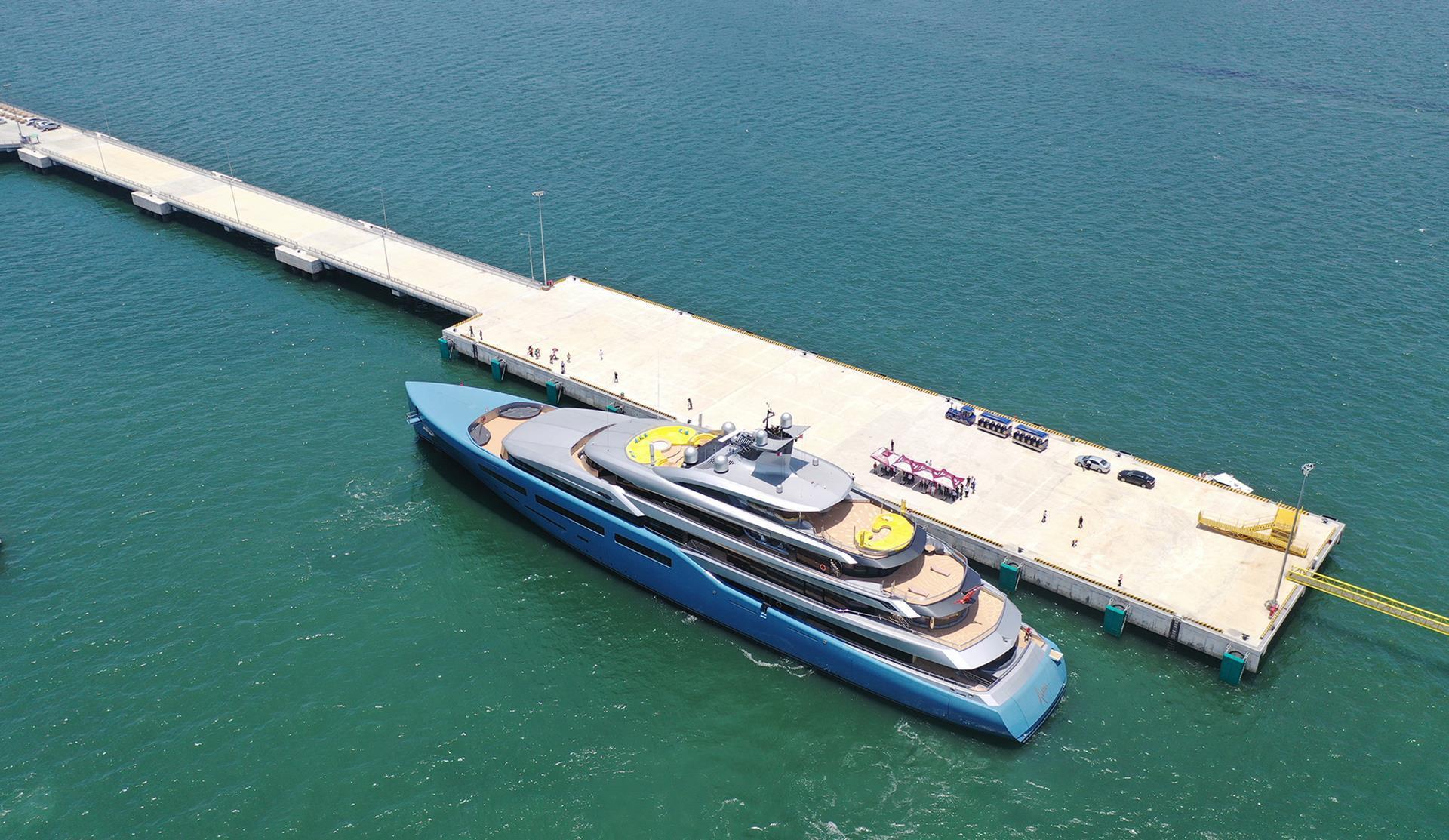 Du thuyền 150 triệu USD đưa tỷ phú Anh đến vịnh Hạ Long Ảnh 1