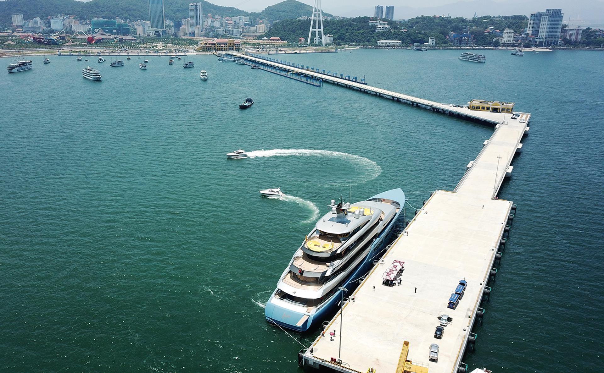 Du thuyền 150 triệu USD đưa tỷ phú Anh đến vịnh Hạ Long Ảnh 2