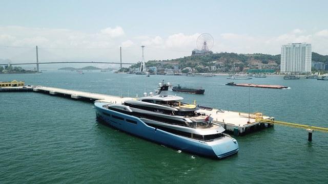 Ông chủ CLB Tottenham 'cưỡi' siêu du thuyền đến Hạ Long Ảnh 5