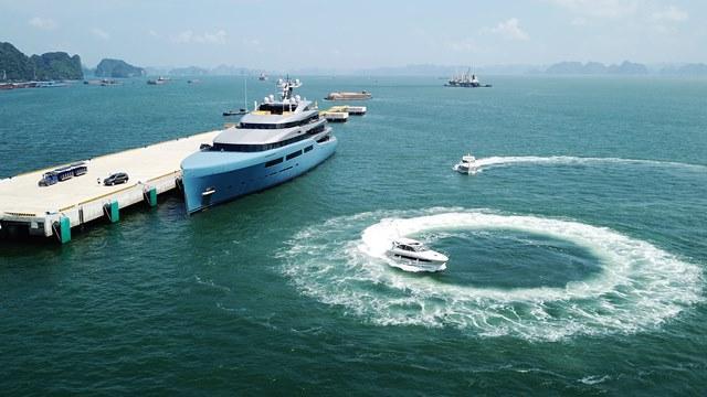 Ông chủ CLB Tottenham 'cưỡi' siêu du thuyền đến Hạ Long Ảnh 6