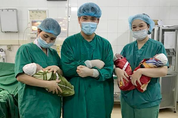 9X sinh cùng lúc 3 bé trai giống nhau, 200 triệu ca mới có 1 Ảnh 2