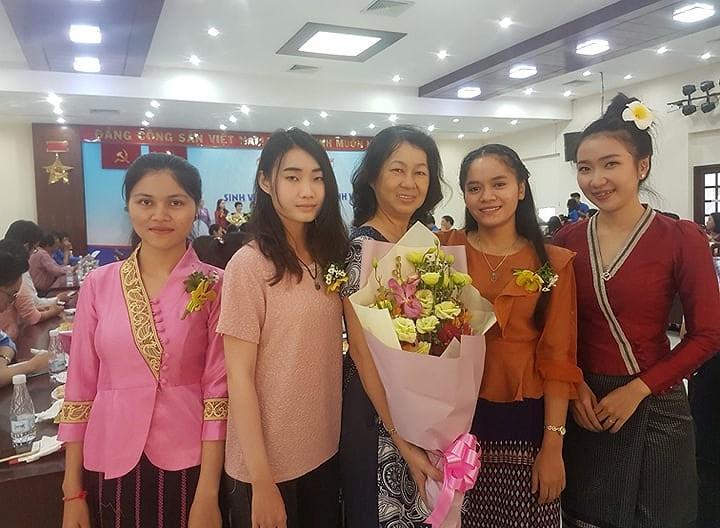 24 sinh viên Lào về ở với 13 gia đình Việt tại TPHCM Ảnh 2