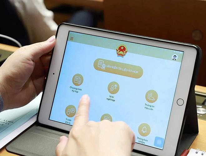 Đại biểu Quốc hội tra cứu tài liệu qua máy tính bảng Ảnh 7