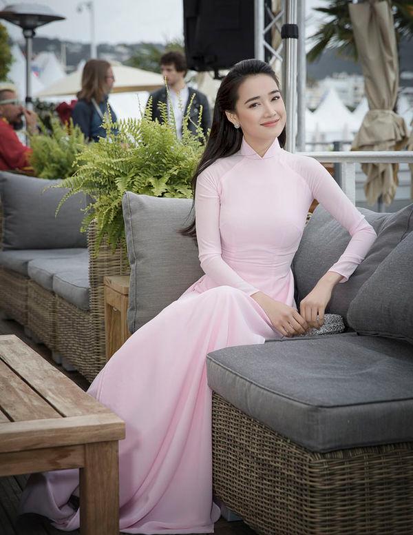 Khắc hẳn Ngọc Trinh, Nhã Phương, Tuyết Nga, Lý Nhã Kỳ khiến fan tự hào vì mang văn hóa Việt tới Cannes Ảnh 4