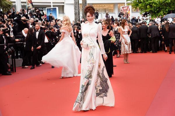 Khắc hẳn Ngọc Trinh, Nhã Phương, Tuyết Nga, Lý Nhã Kỳ khiến fan tự hào vì mang văn hóa Việt tới Cannes Ảnh 2