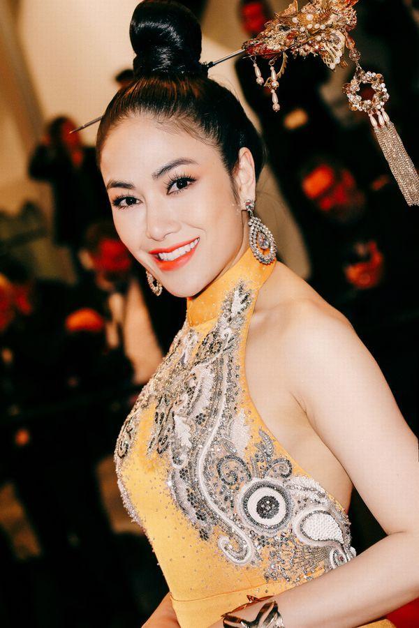 Khắc hẳn Ngọc Trinh, Nhã Phương, Tuyết Nga, Lý Nhã Kỳ khiến fan tự hào vì mang văn hóa Việt tới Cannes Ảnh 11
