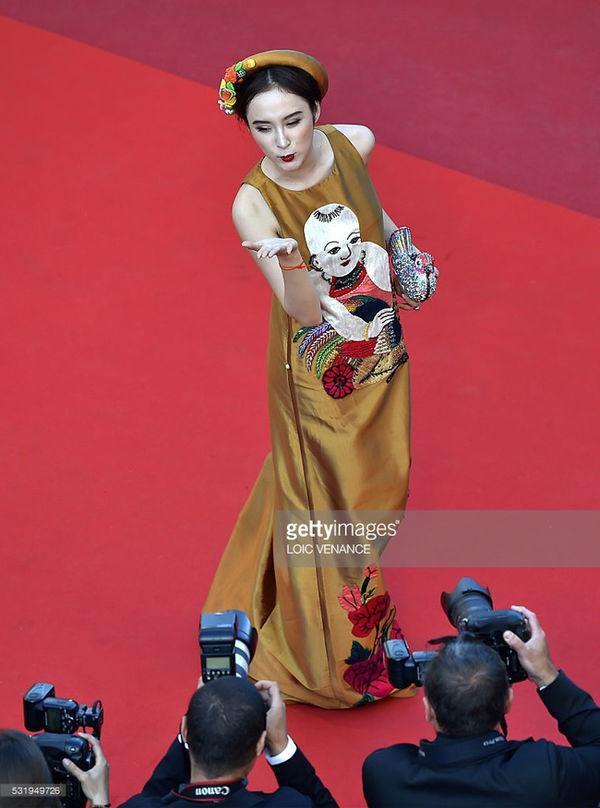 Khắc hẳn Ngọc Trinh, Nhã Phương, Tuyết Nga, Lý Nhã Kỳ khiến fan tự hào vì mang văn hóa Việt tới Cannes Ảnh 10
