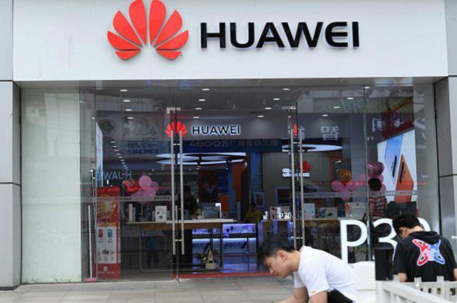 Toan tính của ông Trump khi giáng đòn vào điểm yếu nhất của Huawei Ảnh 2